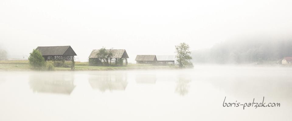 Kozolec (grenier à foin), le long de la Sava, Slovénie