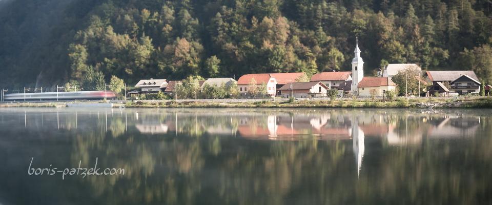 Train passant par Gornje Brezovo, le long de la Sava, Slovénie