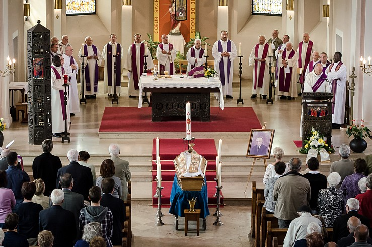 enterrement curé Nicolas Hesse Hochwald Freyming - photographe Boris Patzek-08.jpg