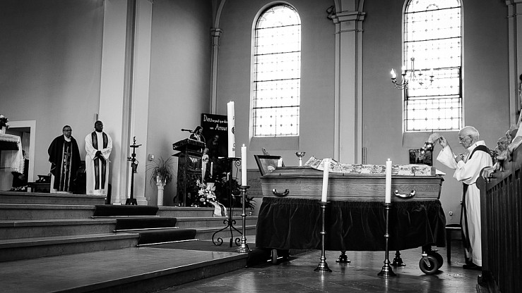 enterrement curé Nicolas Hesse Hochwald Freyming - photographe Boris Patzek-20.jpg